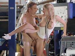 Mechanic gets to fuck horny milf's tight vagina