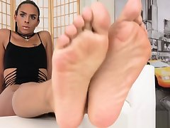 Barefeet latina tgirl jesting all round her toes